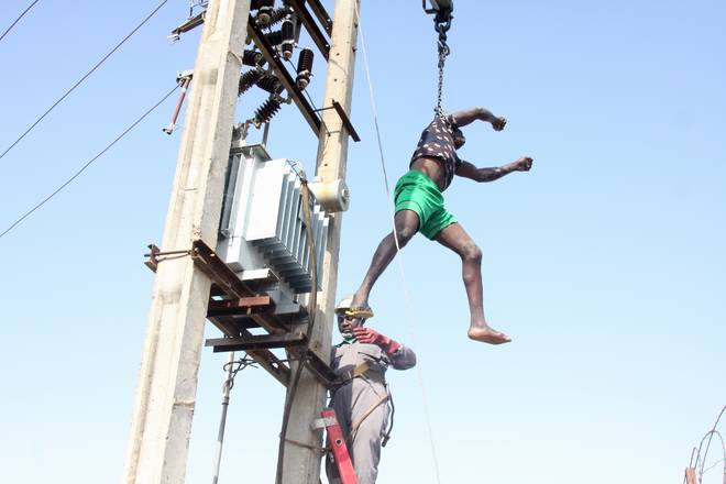 Sadly – Man electrocuted trying to vandalise electric transformer