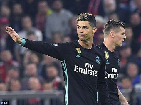 Gary Neville insists only Cristiano Ronaldo can win the Ballon d'Or