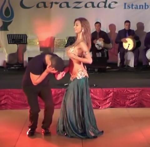 Belle Dancer Wows Crowd – Shakes Her Waist Like a Snake (Toktok9ja TV)