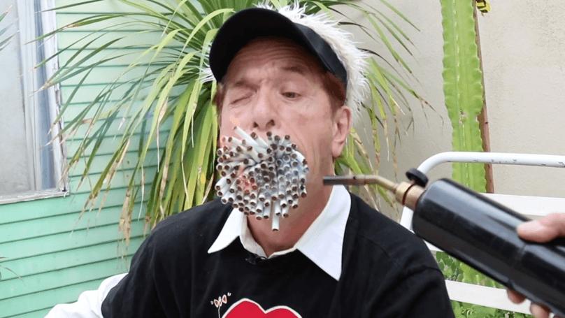 Big Mouth Man Sets Record – Smokes 159 Sticks of Cigarettes at Once!