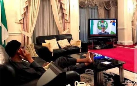 New Photo Confirms Buhari's Speech Was Doctored – See Him Watching it Too