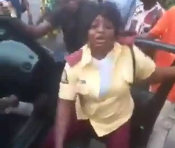 VIDEO: Female Lastma Officer Caught Fighting Passenger  in Lagos