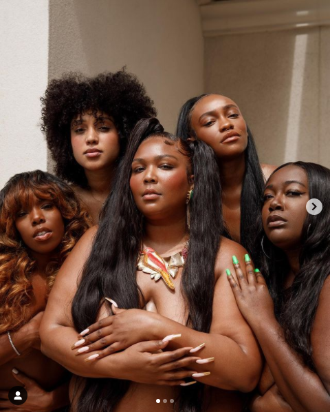 American Female Rapper – Lizzo Leaks  N@k£d Photos of Herself and Her Friends