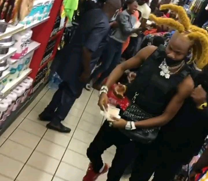 EXPOSED: SeeIdentity of The Yahoo Boy That Shuts Down Shopping Mall Spraying Dollars In Lagos – Nba g-boy