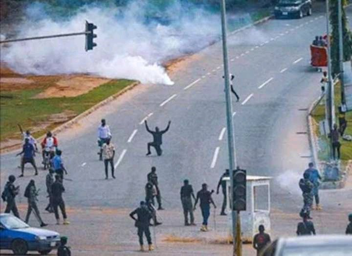 """June 12: See How """"Buhari Must Go"""" Protest Is Trending All Over The World"""